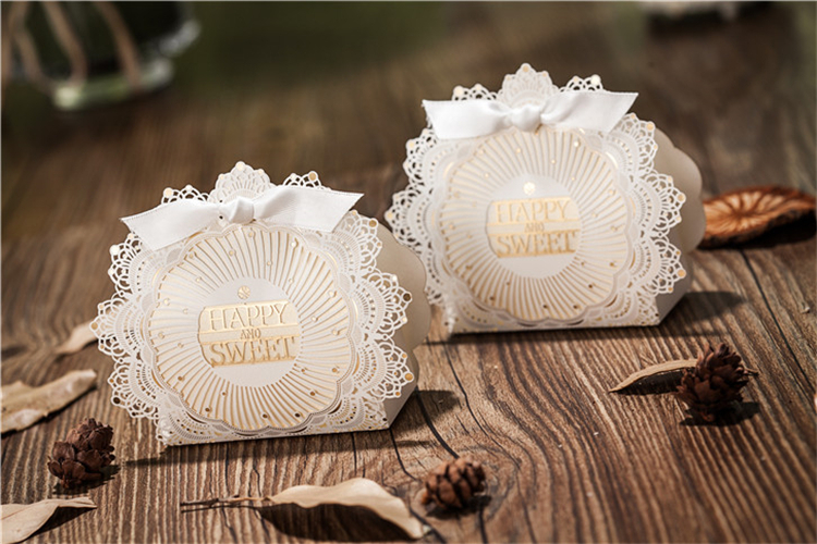 Luxury Wedding Gift Ideas: Romantic Lace Wedding Gift And Favors Box Elegant White