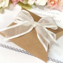 Kraft Pillow  Wedding Favour Boxes Gift for Guests Wedding Favors and Gifts Boxes for Party Favors New Year Christmas Decoration